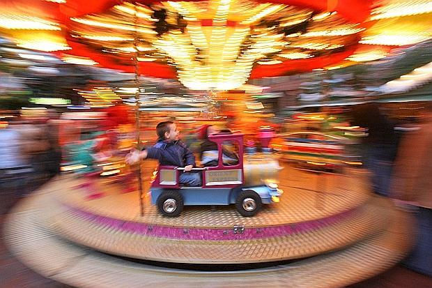 Brescia 07 01 2007 bambino bambini gioco divertimento luna park giostra Ph.FotoLive Ettore Ranzani
