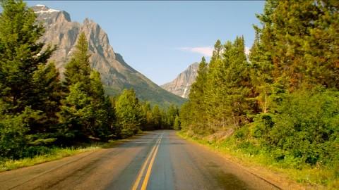 250884150-glacier-national-park-strada-di-montagna-montana-maestoso